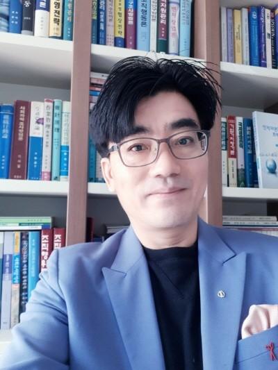 한국외국어대학교 교수 김승철