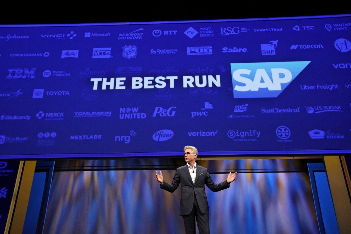 사파이어 나우 기조연설에서 경험데이터의 중요성에 대해 발표하고 있는 빌 맥더멋 SAP CEO
