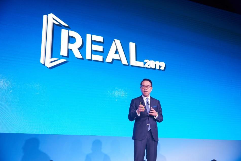 홍원표 삼성SDS 대표가 8일 서울 신라호텔에서 열린 'REAL 2019' 행사에서 첫 번째 기조 연설을 하고 있다.