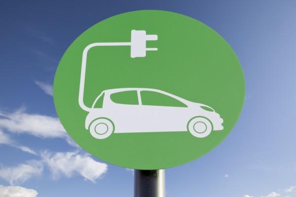 친환경 전기이륜차 시대 활짝…가솔린이냐 전기냐 치열한 각축전