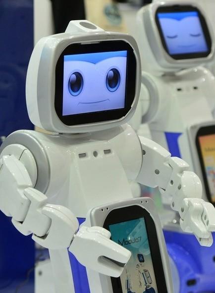 다가올 '증강 휴먼' 사회에서는...로봇 강아지와 춤을