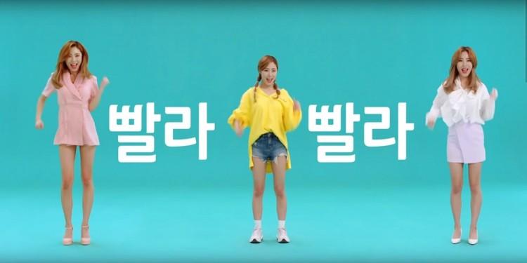 KT가 15일 공개한 'KT 초능력 5G 송' 영상에서 마마무 휘인이 노래와 춤을 추고 있다 [사진=KT]