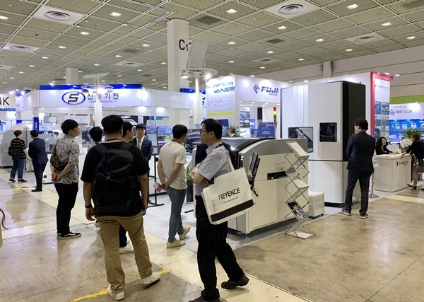[EMK 2019] INTERCEM Korea Showcased 'FUJI Chip Mounter NXT IIII'