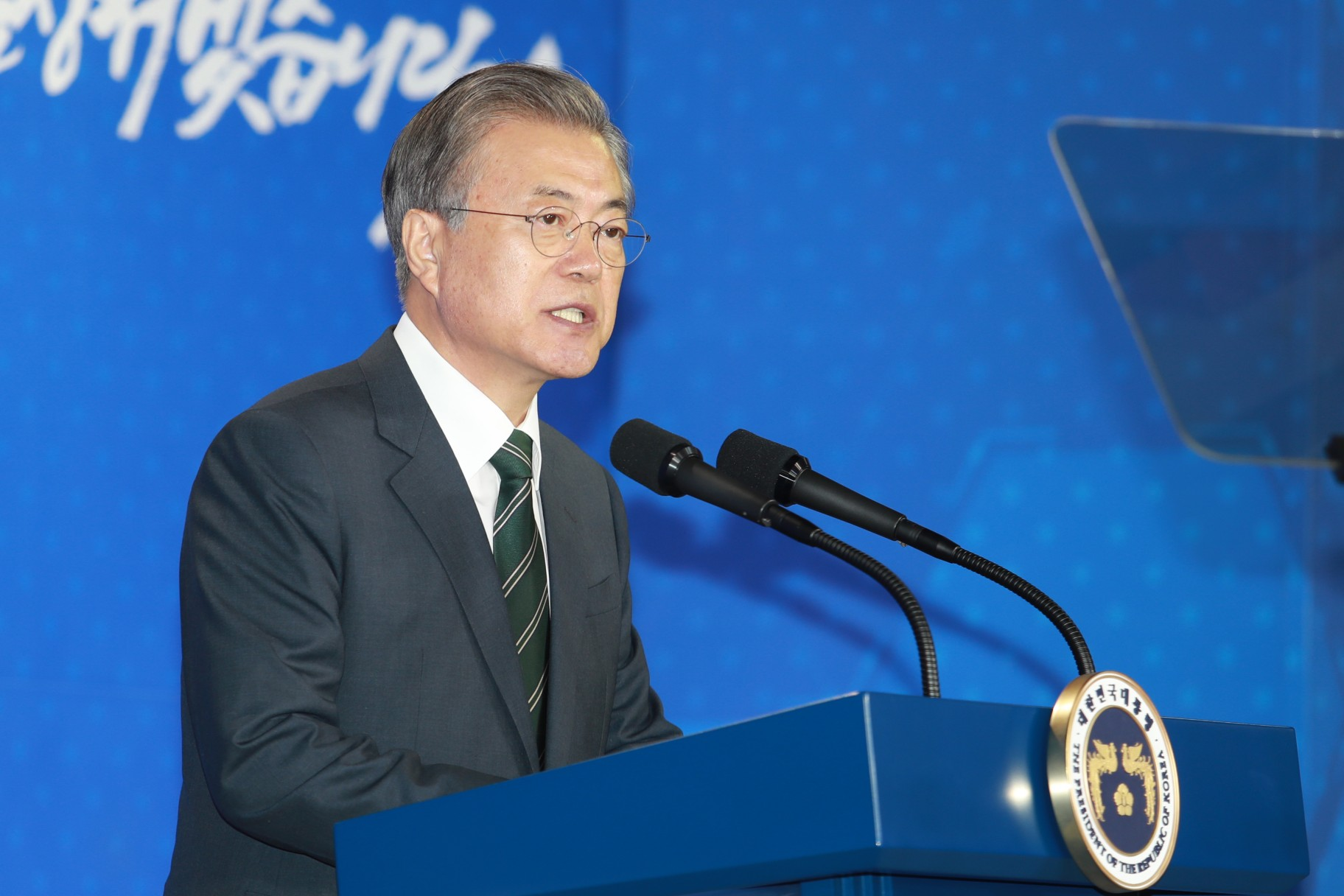 문재인 대통령이 22일 충북 청주시 오송에서 열린 바이오헬스 국가비전 선포식에서 정부 투자계획을 발표하고 있다.