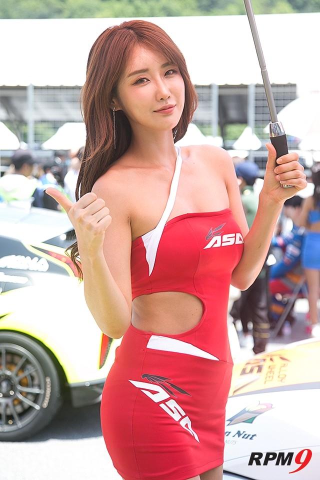 CJ대한통운 슈퍼레이스 2전 그리드워크 ASA 모델 유다연 (사진 황재원 기자)