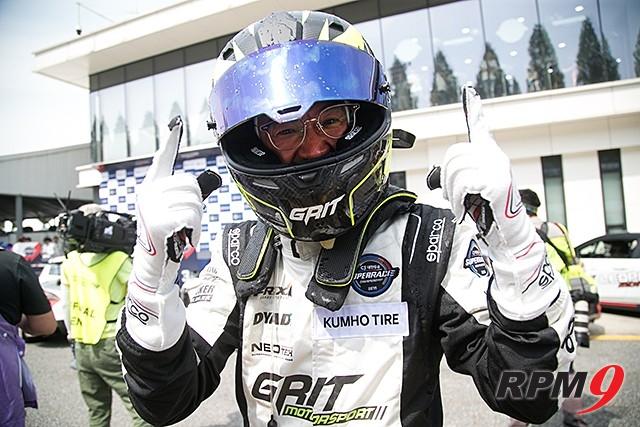 CJ대한통운 슈퍼레이스 챔피언십 2전 GT2 클래스 우승 이창우 선수 (사진 황재원 기자)