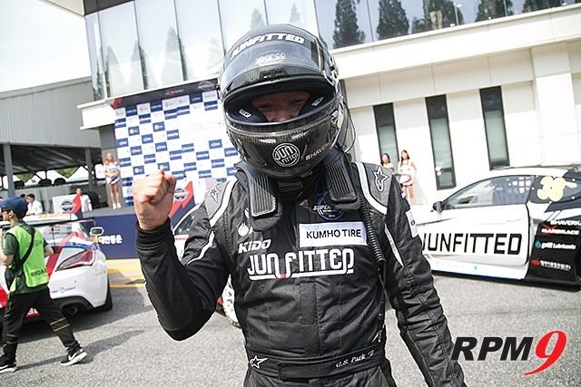 CJ대한통운 슈퍼레이스 2전 GT1클래스 3위 박규승 선수 (사진 황재원 기자)