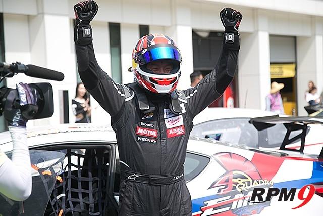 CJ대한통운 슈퍼레이스 2전 GT1 클래스 우승 이동호 선수 (사진 황재원 기자)
