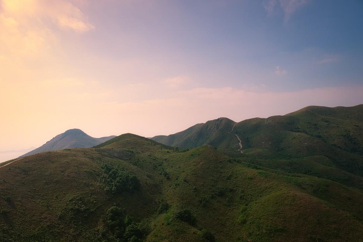 언덕으로 올라가면 혼잡한 홍콩에서 드물게 평온한 순간을 맞을 수 있다. 사진=크레이그 루이스