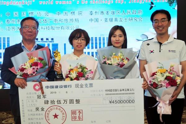 한국선수단(왼쪽부터)박정채 단장, 최정 9단, 오유진 6단, 박정상 코치