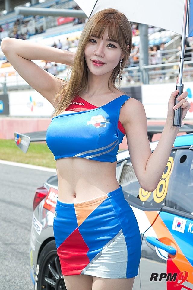 CJ대한통운 슈퍼레이스 챔피언십 3전 CJ로지스틱스 레이싱팀 모델 민한나 (사진 황재원 기자)