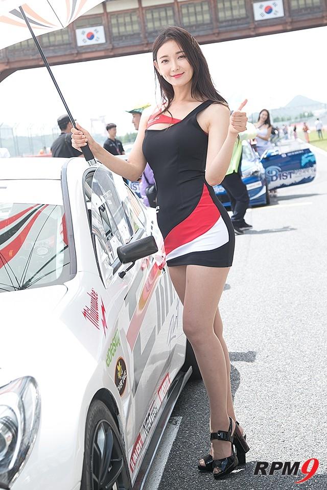 CJ대한통운 슈퍼레이스 챔피언십 3전 엑스타 레이싱 모델 문가경 (사진 황재원 기자)