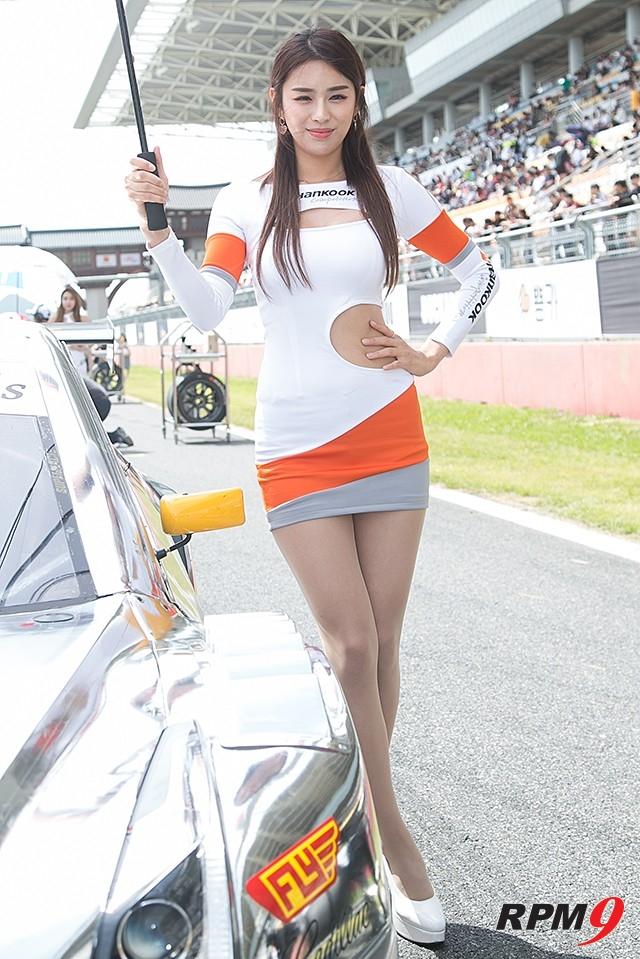 CJ대한통운 슈퍼레이스 챔피언십 3전 한국타이어 모델 안나경 (사진 황재원 기자)