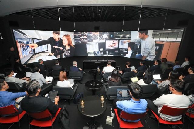"""카허 카젬 GM사장 """"소형 SUV 생산에 5000만 달러 투자"""""""
