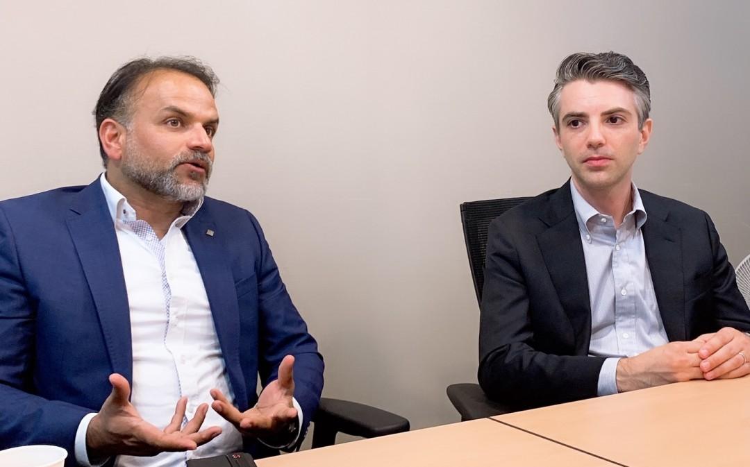 마이클 고고스(Michael Gogos) 퀘스트소프트웨어(이하 퀘스트) 데이터 보호 제품 총괄 컨설턴트(사진 우측)와 프라사스 케스카르(Prasad Keskar) 소프트웨어 R&D센터 디렉터(사진 좌측)