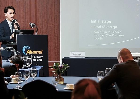 정진우 아이콘루프 CIO(팀장)가 아카마이 솔루션을 접목한 댑(Dapp.) 디패스(DPASS)를 소개하고 있다. [사진=아카마이]