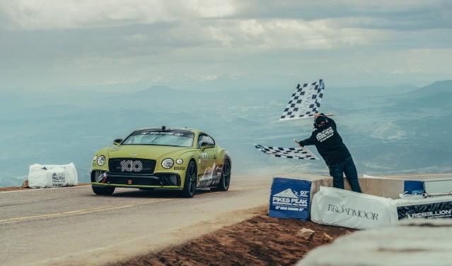 벤틀리 컨티넨탈 GT, 파이크스 피크 힐 클라임 양산차 부문 신기록 수립
