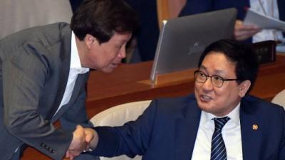 대정부질문 참석한 유영민 장관