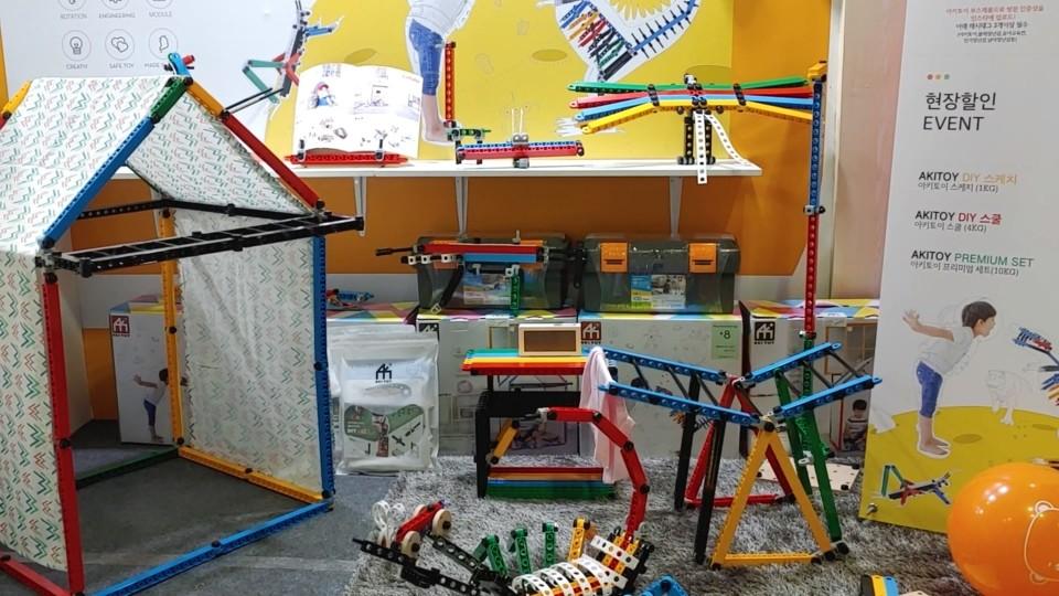 아키토이 D.I.Y 블록으로 만든 구조물이 유교전에서 전시되고 있다.
