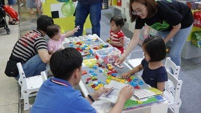 플라팜, 유아교육전에서 글자블럭 소개