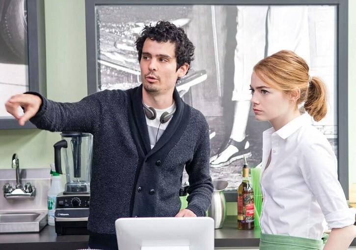 영화 '라라랜드' 촬영장에서 데미안 셔젤 감독과 엠마 스톤 (사진 = IMDb)
