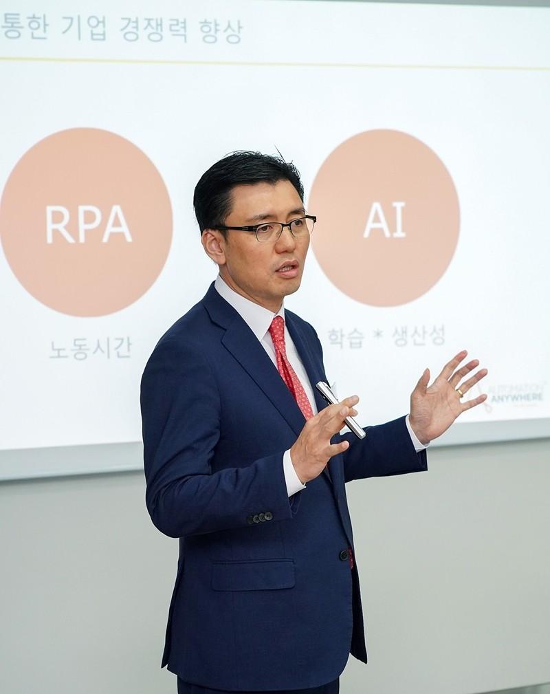 이영수 지사장이 차세대 RPA 시대를 열어갈 오토메이션애니웨어의 목표와 비전에 대해 설명하고 있다. 사진제공=오토메이션애니웨어