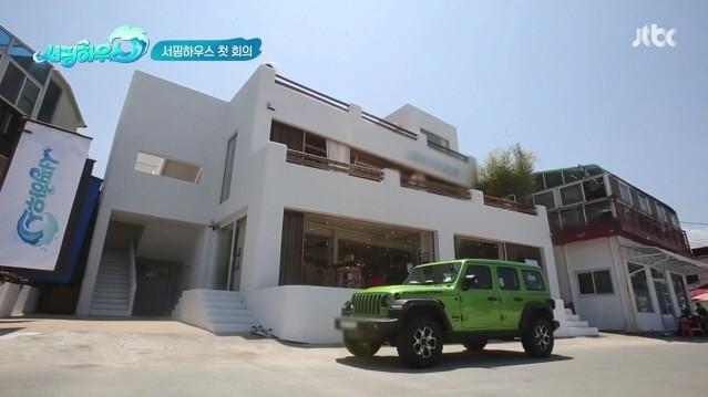 JTBC 주말 예능 '서핑하우스'에서 조여정이 타는 차는?