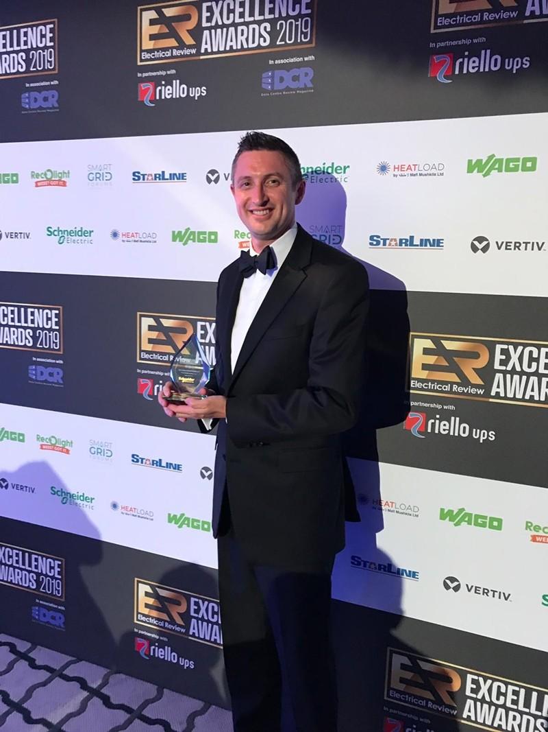 슈나이더일렉트릭하이퍼포드가 EA 어워드2019에서 '데이터센터 설계 및 구축 부문 올해의 제품상'을 수상했다. 사진제공=슈나이더일렉트릭