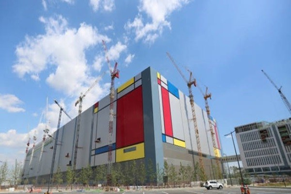 Outside view of Samsung Electronics' semiconductor production line in Pyeongtaek (Reference: The Electronic Times)