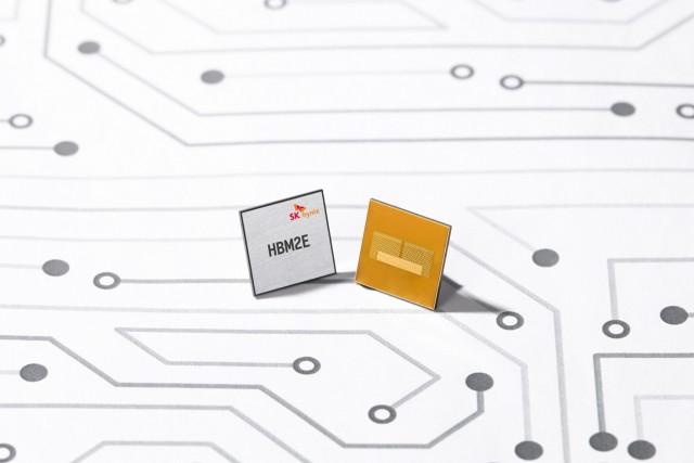 SK하이닉스가 개발한 업계 최고속 데이터 처리의 HBM2E D램.