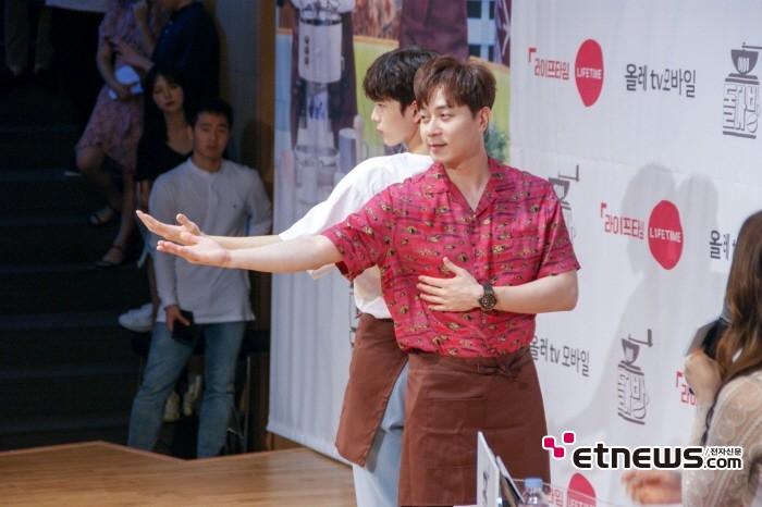 13일 서울 종로구 광화문 KT 스퀘어에서는 라이프타임-KT 올레tv 모바일 오리지널 '아이돌다방' 제작발표회가 열렸다.