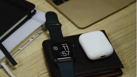 인디고고에 게재된 바라디(Baraddy)는 무선배터리공유와 NFC 무선전자결제를 지원하는 스마트지갑이다. [사진=인디고고]