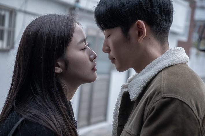 로맨틱 멜로의 진수를 느낄 수 있는 영화 '유열의 음악앨범' 보도스틸 (CGV아트하우스 제공)