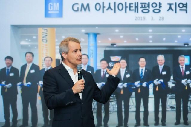 """GM 블리셋 사장 """"차세대 SUV 차질 없이 생산해 달라"""""""