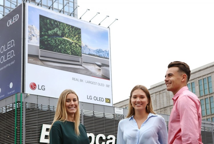 LG전자가 6일부터 11일까지 유럽 최대 가전전시회 'IFA 2019'가 열리는 독일 베를린 시내에 옥외 광고를 설치해, '리얼 8K' 올레드 TV를 집중적으로 알리고 있다. [사진=LG전자]