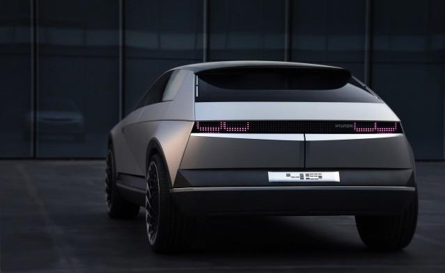 현대차, 포니 오마주 담은 전기 콘셉트카 '45' 공개