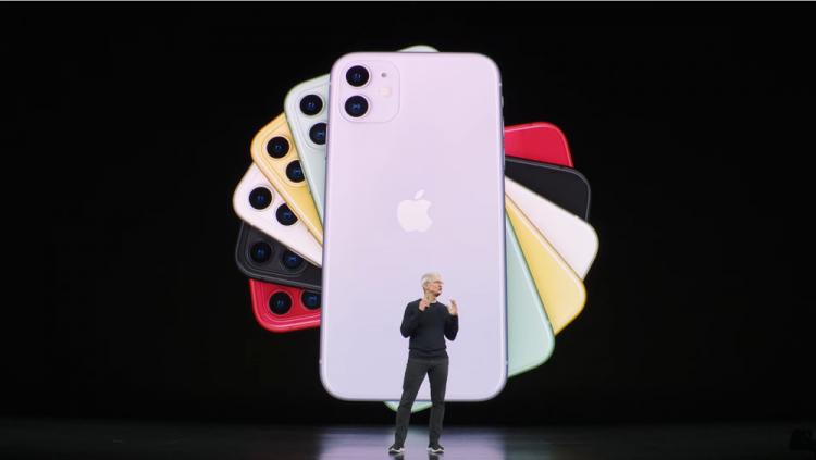 팀 쿡 애플 CEO가 10일(현지시간) 미국 캘리포니아 쿠퍼티노에 위치한 스티브잡스 극장에서 열린 '애플 스페셜 이벤트 2019' 무대에서 '아이폰11'을 소개하고 있다. [사진=애플]