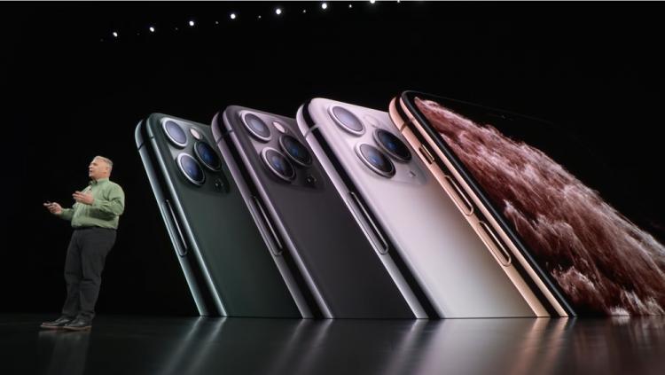 애플은 '아이폰11 프로·프로맥스'를 아이폰11과 별개 세션으로 구분해 플래그십 제품으로 발표했다. [사진=애플]