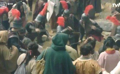 [ET-ENT 드라마] '아스달 연대기'(16) 불안감과 공포감! 타곤의 공포정치 표현을 위해, 아역배우에게도 꼭 그래야만 했는가?