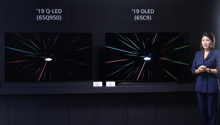 17일 서울 여의도 LG트윈타워에서 열린 LG전자 디스플레이 기술설명회에서 LG전자 직원이 8K TV 제품들의 해상도 차이를 설명하고 있다. [사진=LG전자]