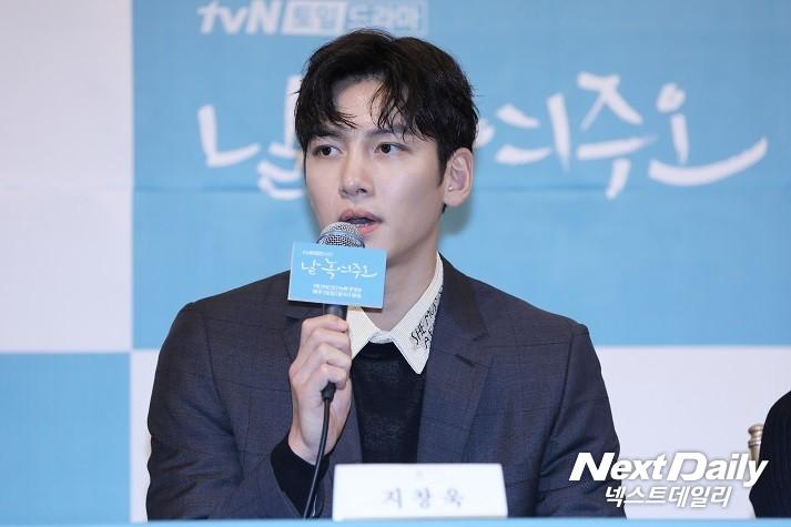 tvN 새 토일드라마 '날 녹여주오' 제작발표회에 참석한 배우 지창욱이 기자들의 질문에 답하고 있다. (사진 = 김승진 기자)