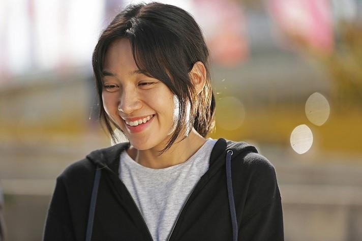 영화 '아워 바디'는 8년째 고시생 자영(최희서 분)이 우연히 달리기를 하게 되면서 인생의 전환점을 맞이하는 내용을 담고 있다. (사진 = 영화사 진진 제공)