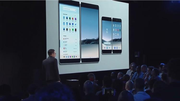 지난 2일(현지시간) 마이크로소프트 이벤트 2019에서 파노스 파나이 MS 최고제품책임자가 서피스 네오와 서피스 듀오를 소개하고 있다. [사진=MS]