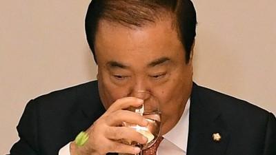 광장 대결 후 첫 초월회 모임...이해찬 대표 불참, '정치는 실종'