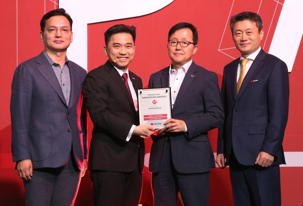 레드햇 APAC 이노베이션 어워드 디지털트랜스포메이션, 클라우드 인프라스트럭처 부문을 수상한 신한은행