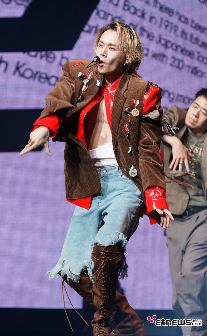 5일 서울 용산구 블루스퀘어 아이마켓홀에서는 현아의 새 싱글 'Flower Shower'와 던(Dawn) 첫 솔로싱글 'Money' 발매기념 공동 쇼케이스가 열렸다.