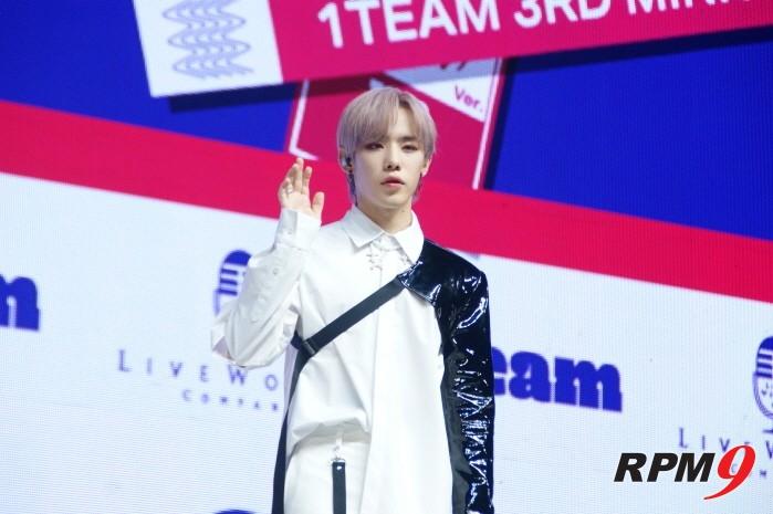 6일 서울 광진구 예스24 라이브홀에서는 1TEAM(원팀) 새 미니앨범 'ONE' 발매기념 쇼케이스가 열렸다. 멤버 진우.