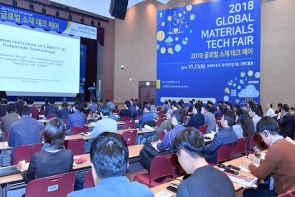 2018 Global Materials Tech Fair that was held at KINTEX under the topic 'Start of the Fourth Industrial Revolution, Revolution of Materials'.  Staff Reporter Park, Jiho | jihopress@etnews.com
