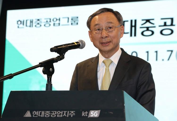 KT-현대중공업 '5G 기반 사업협력 성과 발표회'에서 황창규 KT 회장이 발표하고 있다. [사진=KT]