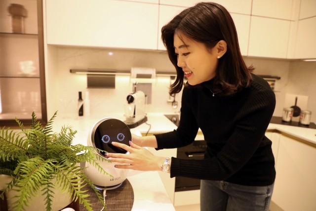 GS건설이 개발한 자이 AI 플랫폼은 국내 모든 통신사의 음성엔진과 연동돼 세대 내 조명 및 환기 제어를 음성인식으로 작동할 수 있다.